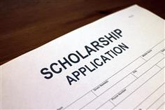 When it comes to large dollar scholarships, mo' money means fewer problems in paying your college tuition bill. The average student will land between $1,000 and $5,000 in college scholarships after investing a decent amount of time and effort into applying for scholarships. Even smaller scholarships worth $500 are enough to cover books and fees, even if they aren't enough to foot an entire semester's college tuition bill.